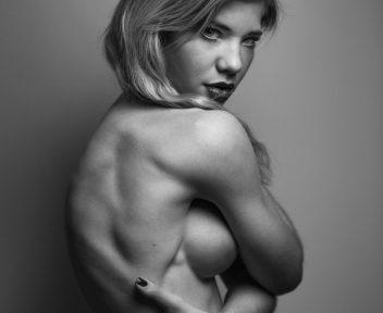 23 Nude Art